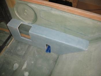 Chap 16 - Right front armrest console