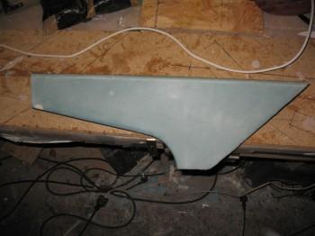 Chap 16 - Right rear armrest console