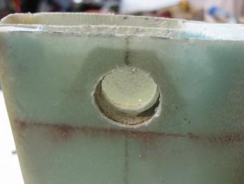 Headrest lock reinforcement plate